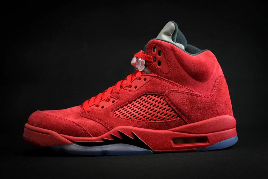 806de56cdb0391 红色麂皮版本Air Jordan 5 愤怒的公牛. 这双Air Jordan 5 Red Suede ...
